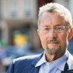 سفير فرنسي سابق يهاجم الجزائر ويتطاول على رئيسها