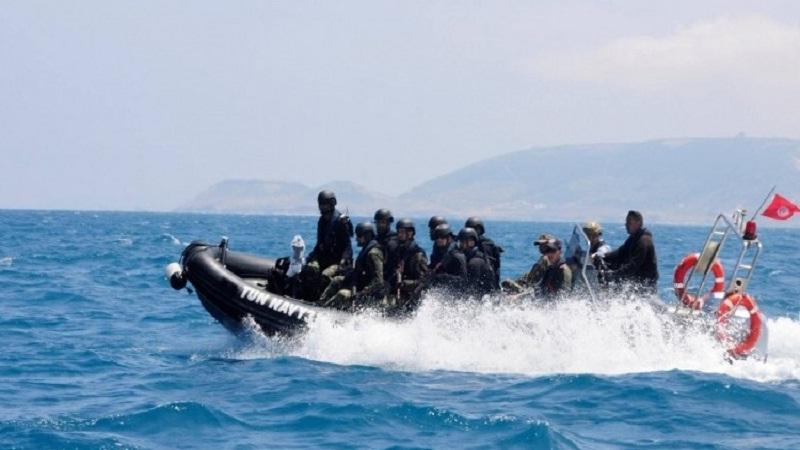 بينهم 4 أطفال: جيش البحر يُنقذ 13 تونسيا بقرقنة