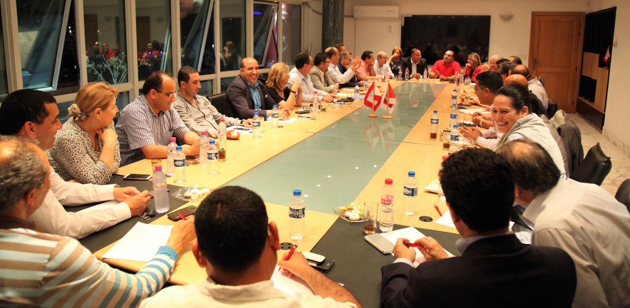 قد يطلب منهم الاستقالة: نداء تونس يدعو وزراءه لاجتماع عاجل