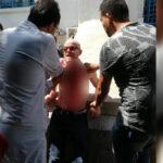 وزارة الشؤون الاجتماعية تكشف هوية رجل حاول ذبح نفسه أمام مقرّها