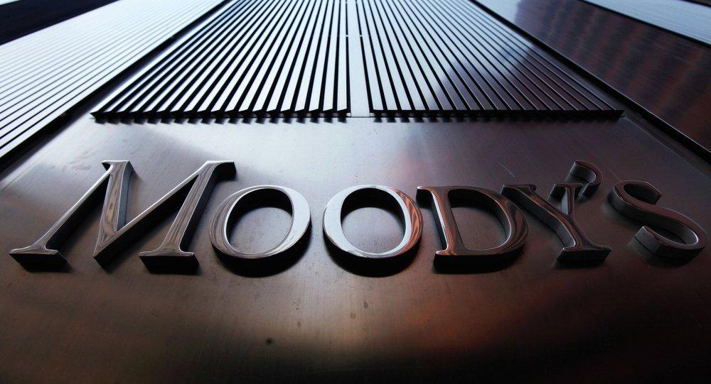 """""""موديز"""" تُخفّض من آفاق ترقيم 5 بنوك بتونس"""