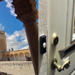 الرديف: خلع باب مسجد وبعثرة محتوياته