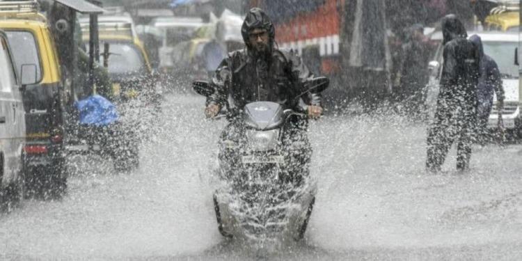 السبت والأحد : أمطار غزيرة تصل إلى 70 مليمترا بعدة مناطق