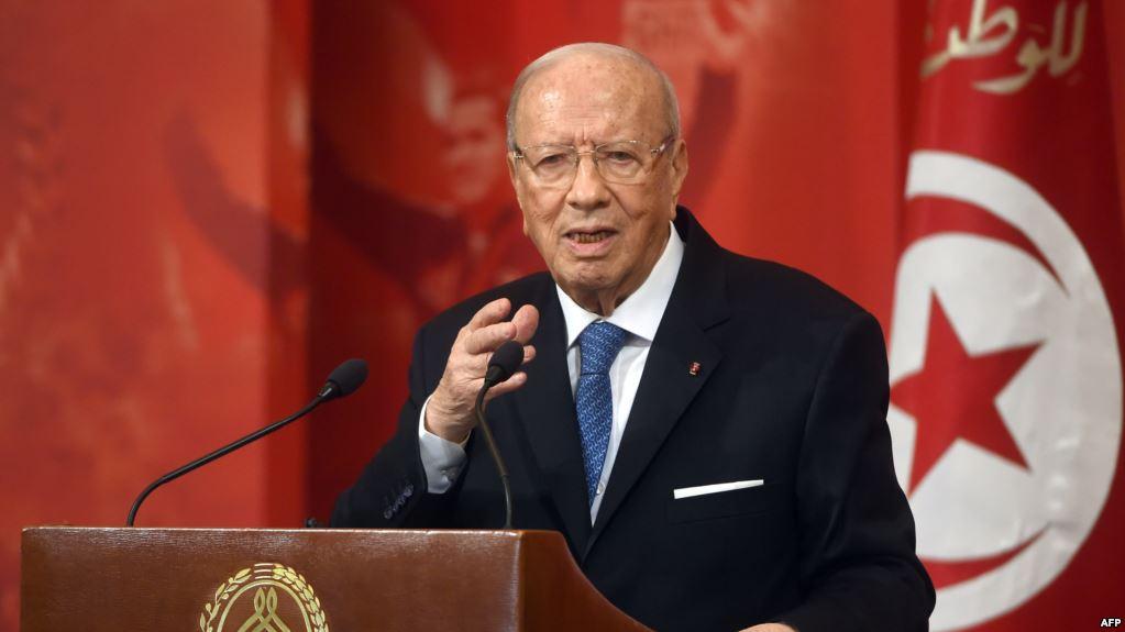 """الباجي : """" ما نتكلّمش على تونس في الخارج ..ونقطة ضعفي نقبل الصالح والطالح"""""""