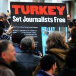 تركيا: السجن المؤبد لثلاثة صحفيين