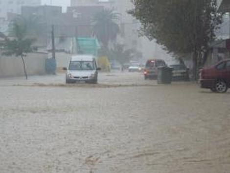 عشية ومساء اليوم : أمطار هامّة ورياح قويّة بهذه الولايات