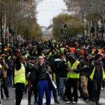 الايقافات طالت 4500 شخص: مُحتجّو السترات الصفراء يرفعون شعارات مُسيئة لماكرون