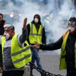 بعد احتجاجات دامية: فرنسا تُعلّق قرار التّرفيع في أسعار المحروقات ؟
