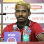 إيقاف صاحب إنجاز الكرة الهندية بتهمة الغش