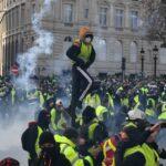 """باريس: نشر آلاف الأمنيين و14 مدرعة تحسبا لمظاهرات """"السترات الصفراء"""""""