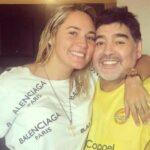 طرد مارادونا من منزله بسبب صديقته
