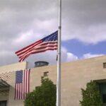 """سفارة أمريكا : مُنسّق عام """"السترات الحمراء"""" التقى المستشار السياسي بالسفارة وبطلب منه"""