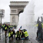 """باريس: أضرار تخريب ونهب """"قوس النّصر"""" تُناهز مليون أورو"""