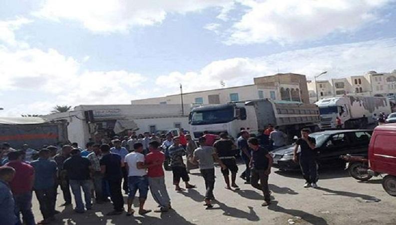 بن قردان: تجّار يحتجّون ويمنعون مرور الشاحنات الليبيّة إلى رأس جدير