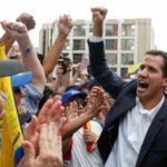 """انقلاب ناعم في فنزويلا: رئيس البرلمان يعلن نفسه """"رئيساً"""".. وترامب يعترف به"""