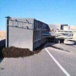 قفصة: انقلاب شاحنة فُسفاط وإصابة سائقها