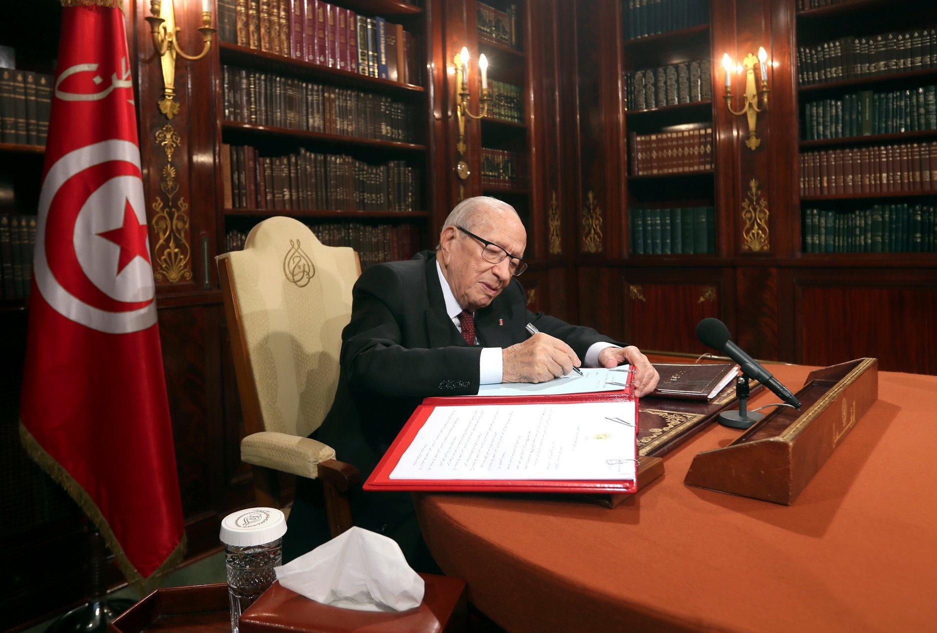 رئاسة الجمهورية : تمديد آجال العفو في قضايا الشيك بلا رصيد