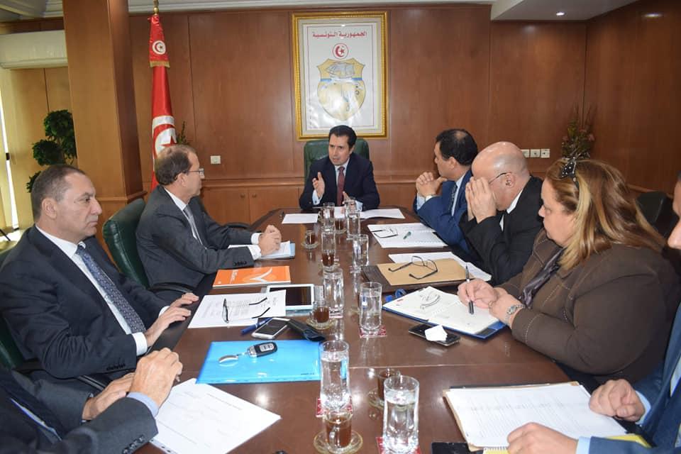 بين وزارة الصناعة والاعراف : لجنة لمراجعة تعريفة الكهرباء والغاز