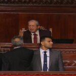 تدخل الأمن واقتحام منصة الرئيس: مشاهد لا تُنسى تحت قبّة البرلمان (فيديو)