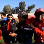 لاعبو الوداد يحتفلون بعيد ميلاد فوزي البنزرتي (فيديو)