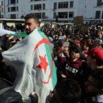 الجزائر : قائد الجيش يتوعّد المُتظاهرين ووزارة الدفاع تسحب تهديده