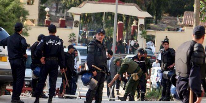 موقع سعودي: منع 140 سياسيا ورجل أعمال من مغادرة الجزائر