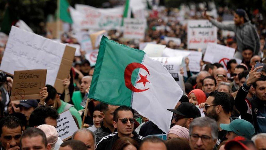 الجزائر: إيقاف 75 محتجّا وإصابة 11 أمنيا في مظاهرات العاصمة