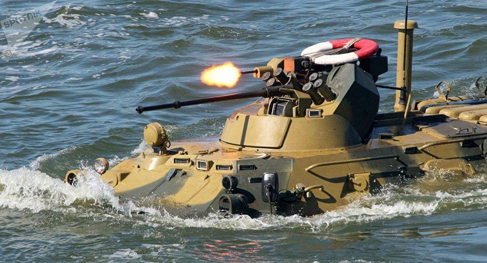 """ليبيا: إجلاء موظفين وعسكريين دوليين ..و""""أفريكوم"""" تستعين بمركبة برمائية"""