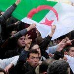 الجزائر: إيقاف 180 محتجّا وإصابة أكثر من 80 أمنيا