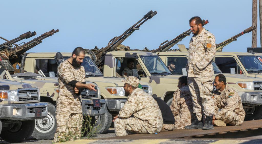 ليبيا: حفتر يشنّ أول ضربة جوية في طرابلس