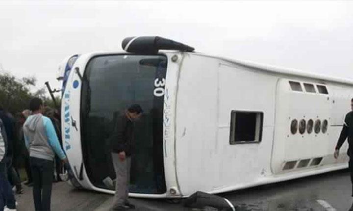 قابس: 5 قتلى و10 جرحى في انقلاب حافلة سياحية