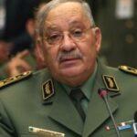 """قائد الجيش الجزائري يُطالب بإعفاء بوتفليقة """"فورا"""""""