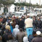 """القيروان: معطلون عن العمل يغلقون """"الكنام"""" ويحتجون داخل البلدية"""