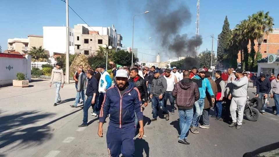 احتجاجات مصنع الحليب: عودة الهدوء لسيدي بوعلي والتوصل لإتفاق