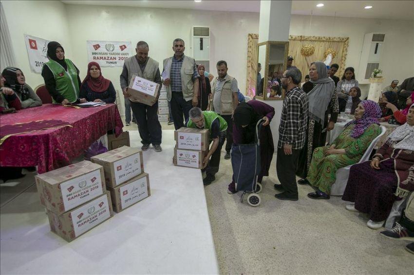 مدنين : تركيا تُوزع مساعدات لـ300 عائلة بحضور تونسي رسمي