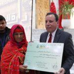 الجهيناوي يُسلّم تبرّعات بـ 80 ألف دينار لعائلتي الشهيدين السلطاني والغزلاني