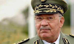 قائد صالح يُواصل بسط نفوذه: سحب الأسلحة الشخصية من رموز النظام السابق