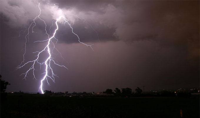 اليوم وغدا الجمعة: أمطار رعدية مع امكانية تساقط البرد
