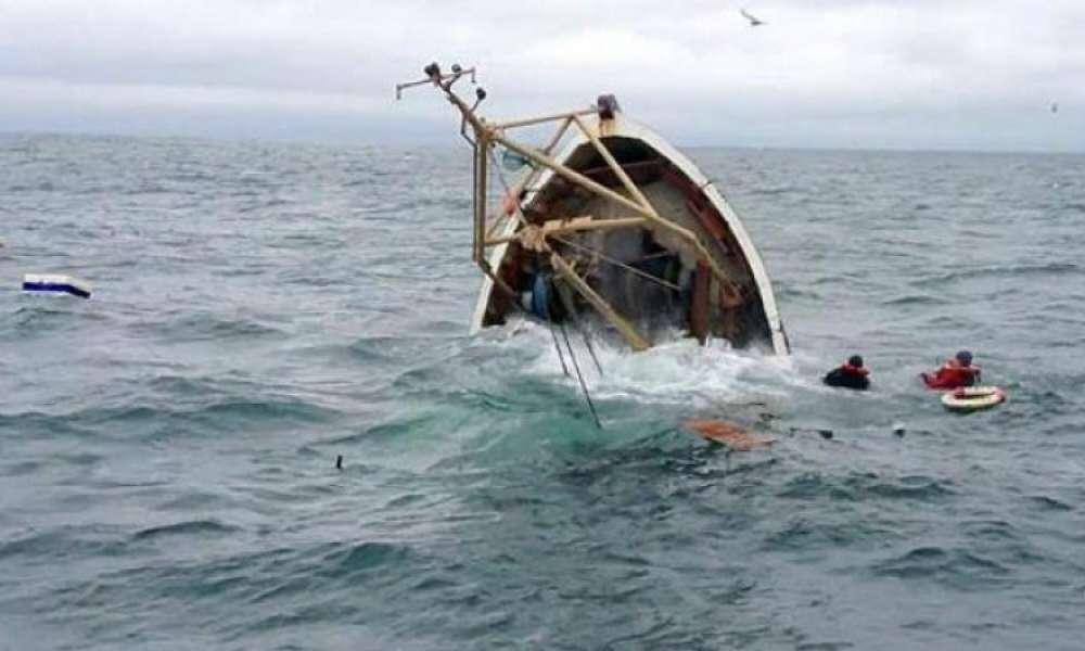 غرق مركب صيد في قربة: مصرع بحار واثنان في حالة حرجة