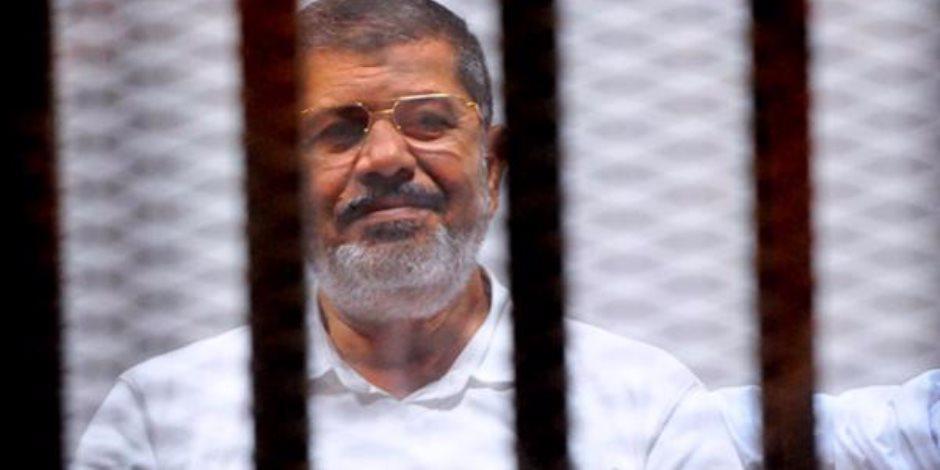 """الاخوان اعتبروها """"جريمة قتل متعمدة"""" : وفاة محمد مرسي اثناء محاكمته"""