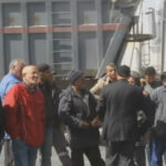 قابس :الأهالي يحتجّون في الميناء ويتمسكون برفض إنزال الفحم البترولي