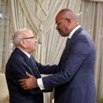 الجزائر: رئيس الوزراء يفتتح سجل التعازي بسفارة تونس