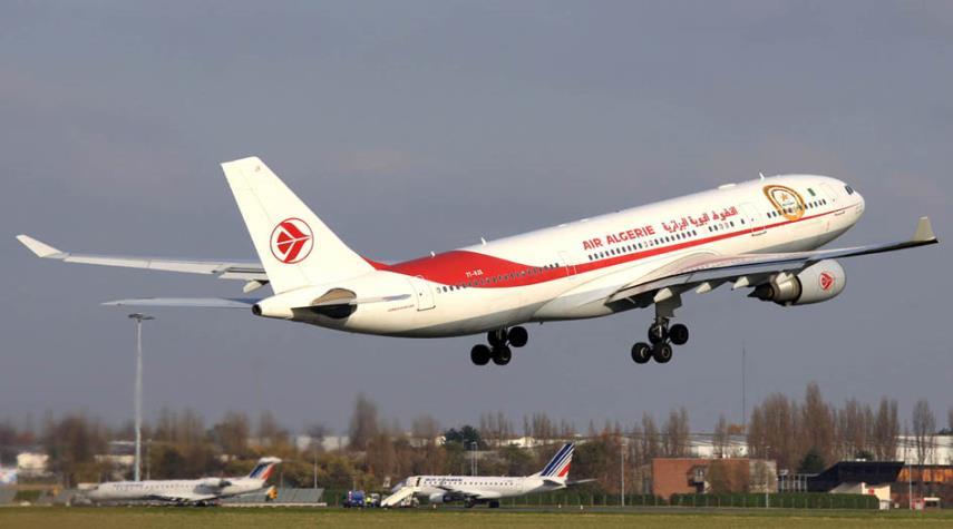 """الجزائر: 10 طائرات لنقل جماهير """"الخُضر"""" إلى مصر"""