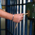 إصدار بطاقة إيداع بالسجن ضدّ محام قتل سارقا