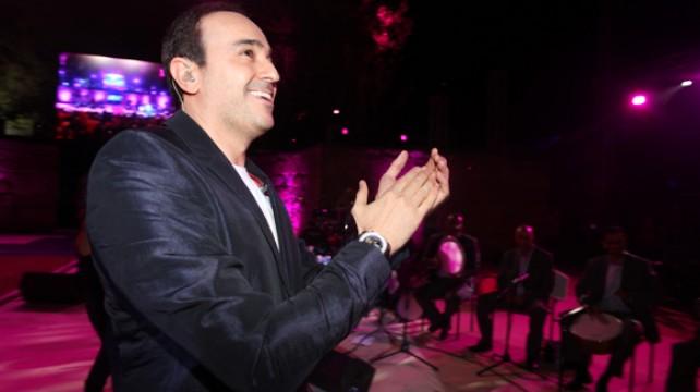 """مدير مهرجان قرطاج: """"صابر الرباعي فقط يعبّي المسرح.. والبقية يتغششو وإلاّ آش يهمني فيهم"""""""