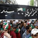 تطورات خطيرة بالجزائر: منع أحزاب المعارضة وأهم جمعية تقود الاحتجاجات من الاجتماع