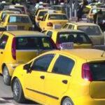 جندوبة: أصحاب التاكسي يحتجون أمام الولاية ويطالبون بتعبيد الطرقات