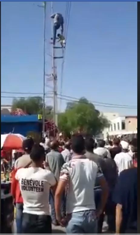 فيديو: كهل يُحاول الانتحار مرفوقا بطفل
