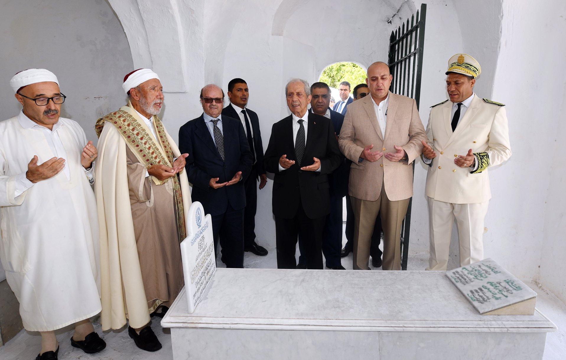 """""""حافظ"""" يتغيب عن أربعينية الرئيس الراحل و""""خليل"""" يتحدث باسم العائلة"""
