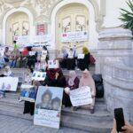 """العاصمة: عائلات """"الدواعش"""" في وقفة احتجاجية أمام المسرح البلدي"""